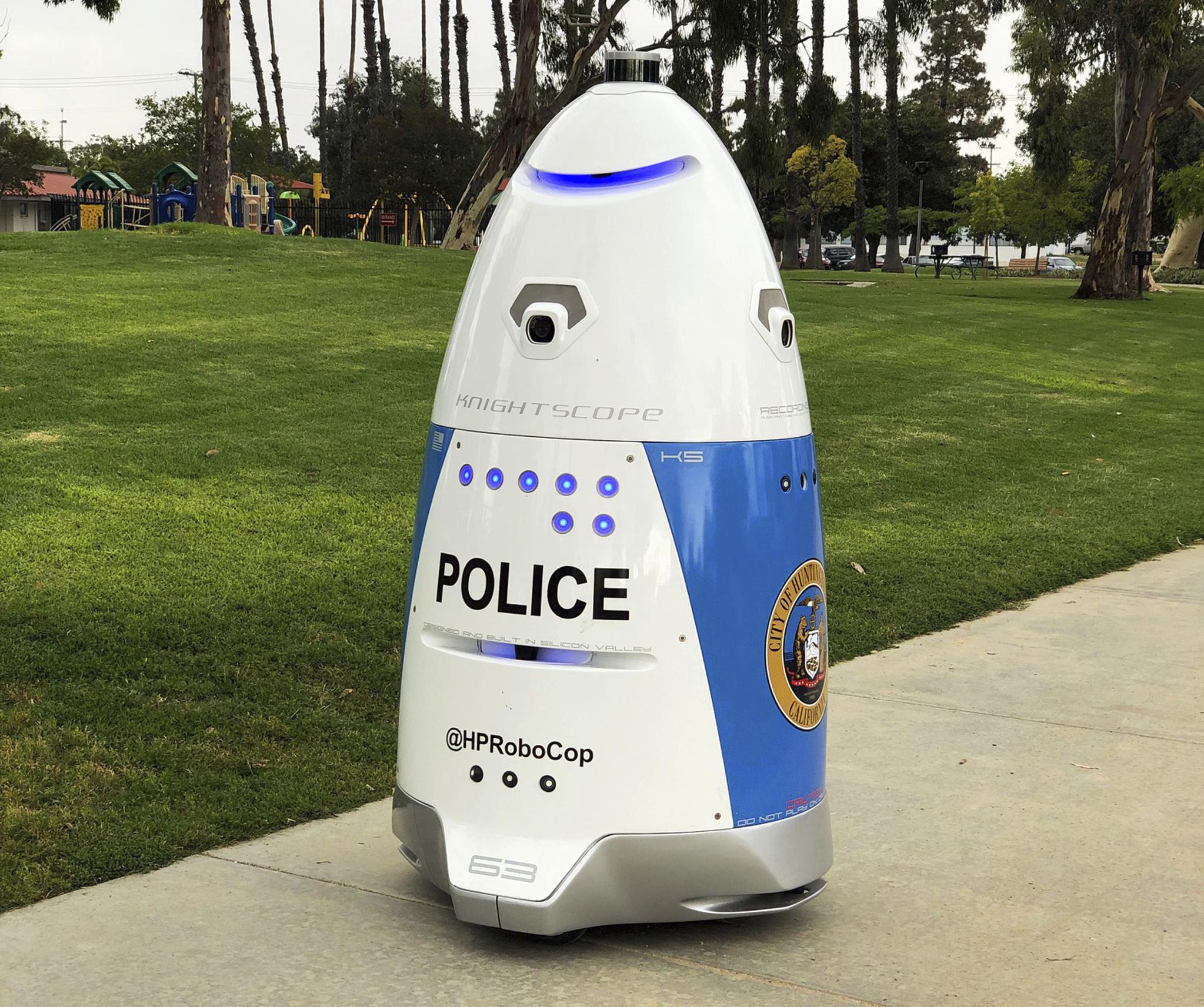 미국 LA 헌링턴 파크에서 순찰로봇 'HP 로보캅'이 순찰을 하고 있다. [AP=연합뉴스]