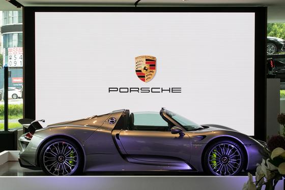 한 포르쉐 매장과 차량. 사진 속 매장과 차량 모델은 판결과 직접적인 관련이 없음. [뉴스1]