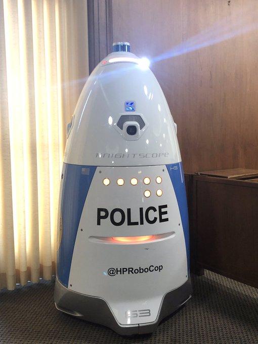 'HP 로보캅'이 따뜻한 환영에 감사한다는 말과 함께 자신의 트위터 계정에 올린 사진. [트위터]