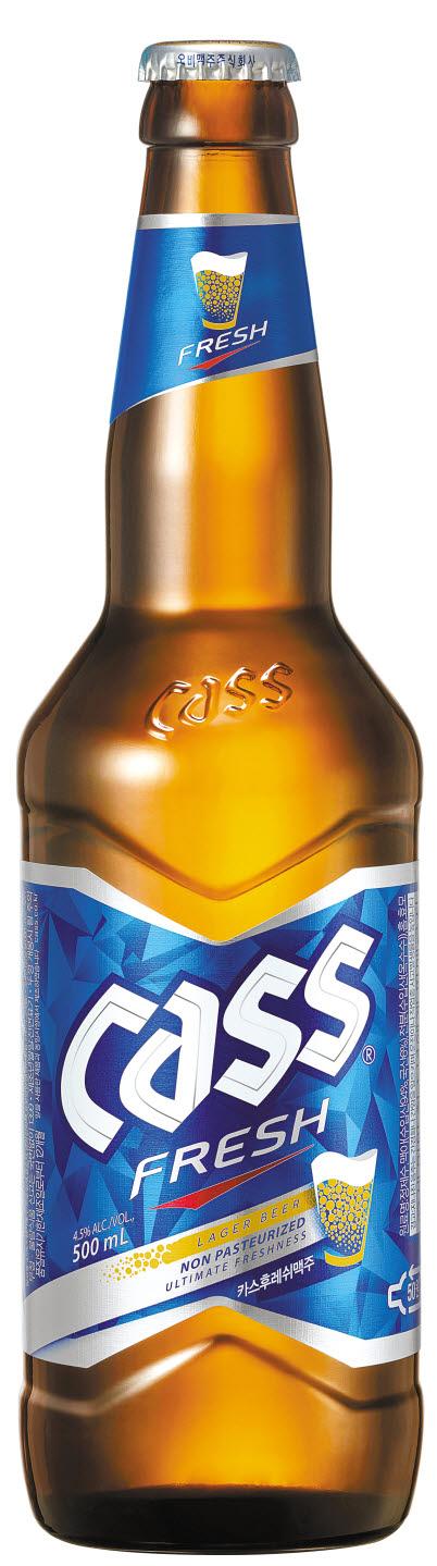 특유의 상쾌함과 신선한 맛을 자랑하는 카스는 첨단냉각 필터기술로 제조해 맥주의 톡 쏘는 맛을 더욱 향상시킨 것이 특징이다. [사진 오비맥주