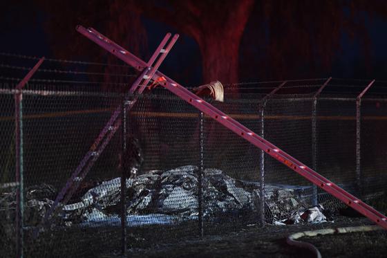 하와이에서 추락한 비행기의 잔해. [AP=뉴시스]