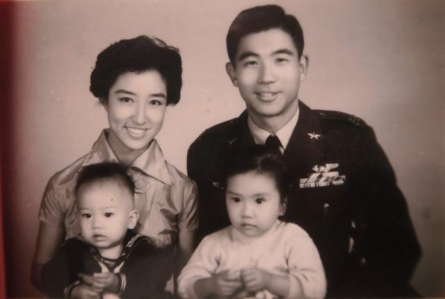 장리이의 가족 사진. 장리이는 중국에서 억류 생활을 하는 동안 홀로 지냈다. [영화 '질풍유령 흑묘중대' 캡처]