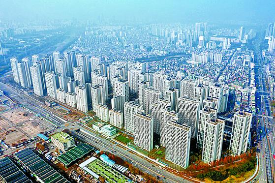 지난해 말 서울 송파구 가락동에 들어선 송파헬리오시티. 6600가구의 낡은 주택이 9510가구의 새 아파트로 탈바꿈했다.