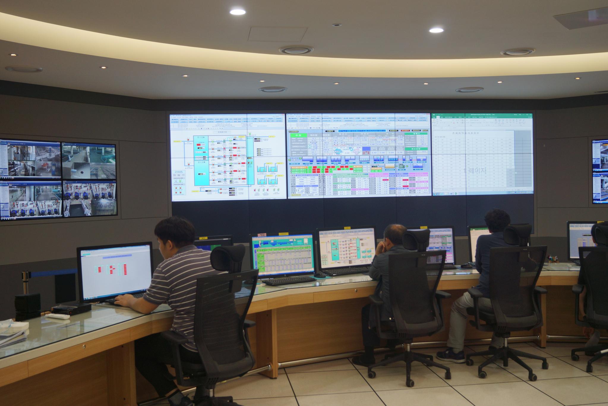 수돗물 생산과 공급 과정을 콘트롤 하는 정수장 관제센터. [중앙포토]
