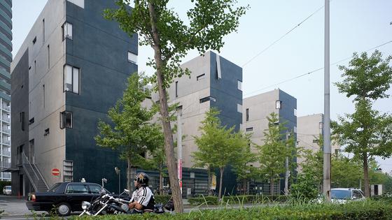 일본 후쿠오카에 있는 공동주택 단지 '넥서스 월드'의 모습. 미국 건축가 스티븐 홀이 설계한 동이다.[사진 스티븐 홀 아키텍츠]