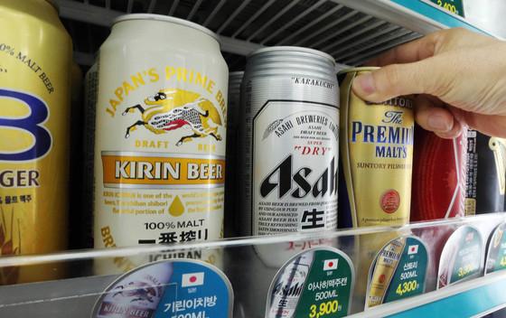 편의점의 일본 맥주. 일본맥주 아사히가 지난해에 이어 1위 자리를 지키고 있다. 중앙포토