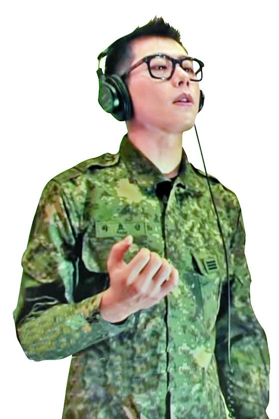 박효신이 부른 신군가 '나를 넘는다' 뮤직 비디오. [사진 유튜브 캡처]