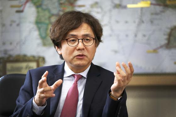 박형주 아주대 총장은 19일 4차 산업혁명 시대를 맞아 대학이 지식 전수기관이 아닌 학습법 전수기관으로 바뀌어야 한다고 말했다. [오종택 기자]