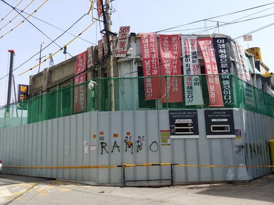 숨진 농성자 최씨가 농성을 벌이던 2층 건물. 김정연 기자