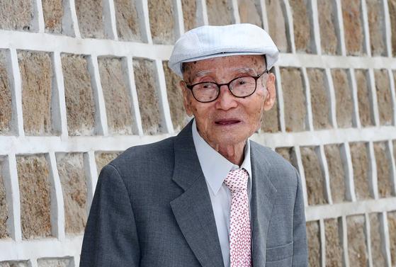 """대산 김석진 옹은 """"정초나 선거 때가 되면 정치인들이 와서 주역을 묻는다. 그렇지만 다들 거절하고 돌려보낸다""""고 말했다. 김상선 기자"""