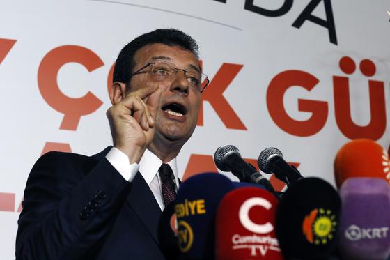 23일 열린 터키 이스탄불 시장 재선거에서 당선된 야당 공화인민당의 에크렘 이마모을루 후보. [AP=연합뉴스]