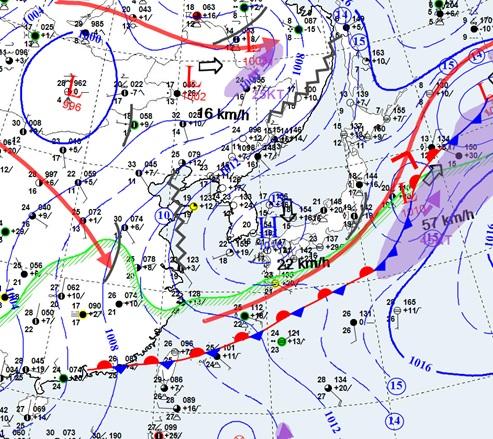 24일 오후 9시 현재 장마전선의 위치. 제주도 남쪽 대만과 오키나와를 지나고 있다. [자료 기상청]