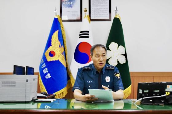 25일 취임한 초대 박희용 세종지방경찰청장(경무관)이 운영 침을 밝히고 있다. [사진 세종경찰청]