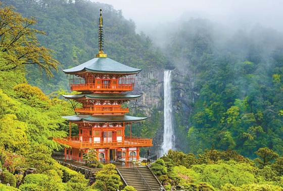 일본에서 가장 낙차 폭이 가장 큰 폭포인 '나치노오타키'.