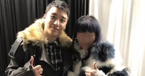 승리(왼쪽), 린사모 추정 여성 [넥스트매거진 캡처=연합뉴스]