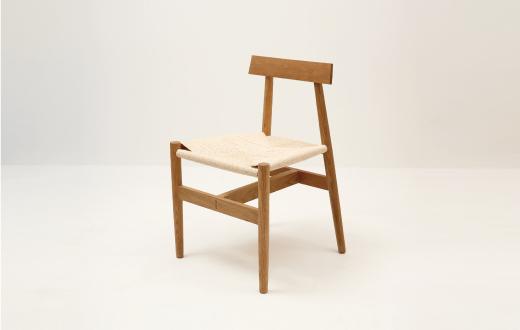 '일상의 자세, 의자, 그리고 사람' 전에 참여한 이재하 작가의 'Rush Chair'.