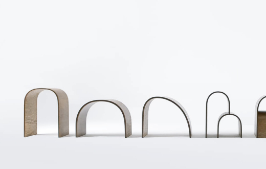 '일상의 자세, 의자, 그리고 사람' 전에 참여한 유정민 작가의 'Arch Series'.