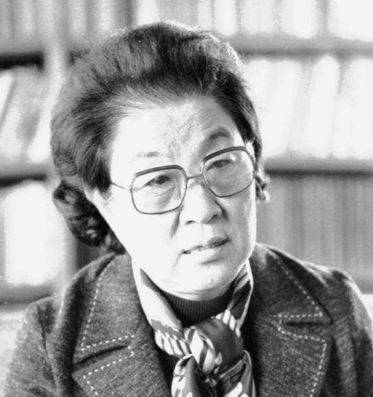 네 명의 자녀를 키운 30대 후반, 사법고시에 합격한 이태영은 한국 여성 최초의 변호사가 됐다. 그는 1956년 여성법률상담소(가정볍률상담소의 전신)를 만들어 법으로 불평등을 부수기 위해 노력했다. [중앙포토]