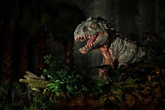 '쥬라기월드 특별전'에는 반도체 공학 기술 기반의 대형 로봇 공룡 7점이 전시된다. [사진 롯데쇼핑]