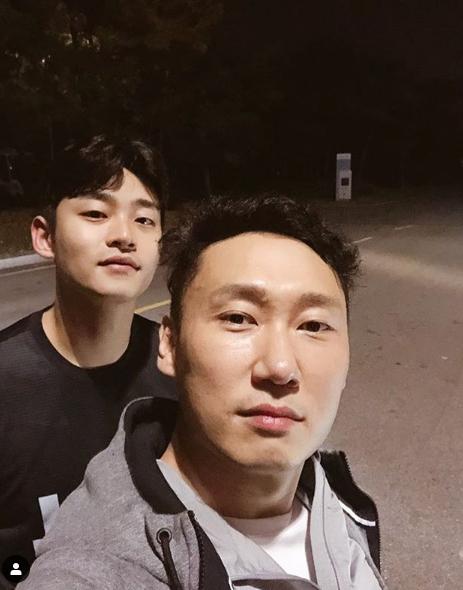 방송인 이승윤(오른쪽)과 매니저 강현석씨. [사진 이승윤 인스타그램]