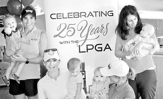 아이와 함께 행사에 참석한 제리나 필러(왼쪽) 등 LPGA 엄마 선수들. [사진 LPGA 투어]