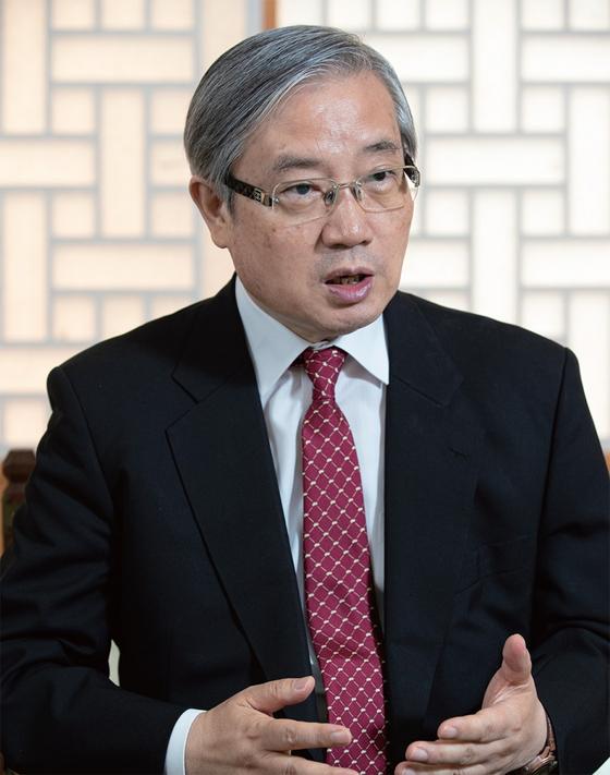 6월 10일 월간중앙과 만난 김성재 전 청와대 민정수석은 변화를 인지하지 못하는 대통령은 실패한다고 말했다.