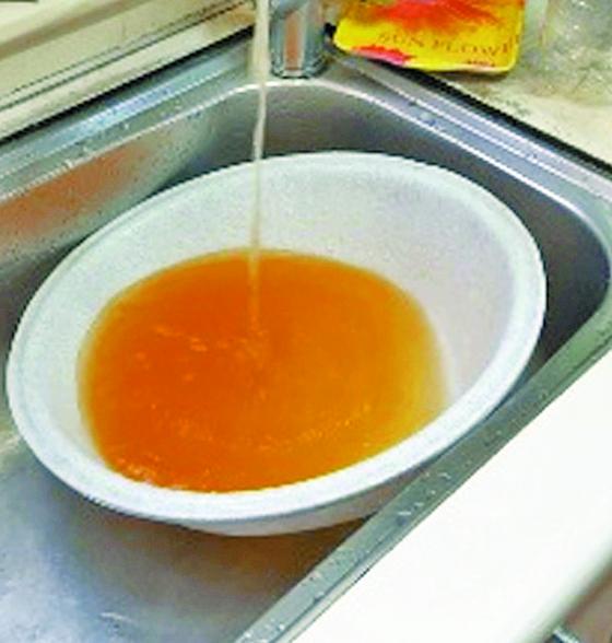 인천 서구 일대에 공급된 '붉은 수돗물'. [뉴스1]