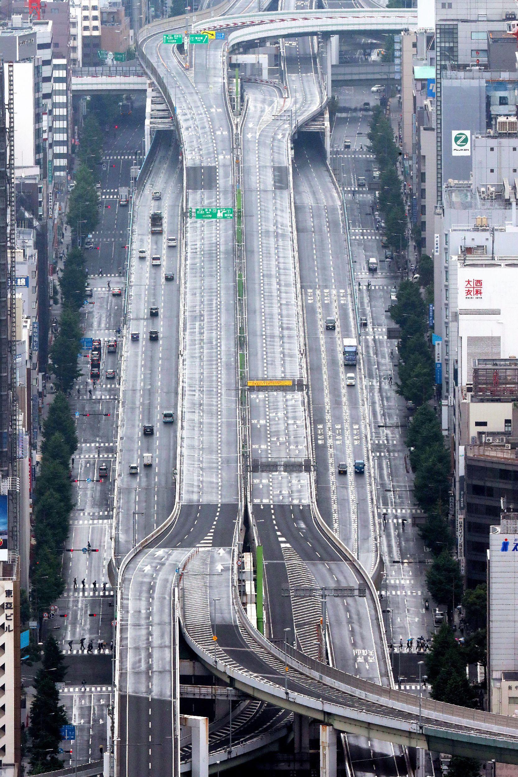 주요 20개국(G20) 정상회의를 하루 앞둔 27일 오사카 시 한신고속도로가 교통 통제로 인해 텅 비어있다. [AFP=연합뉴스]