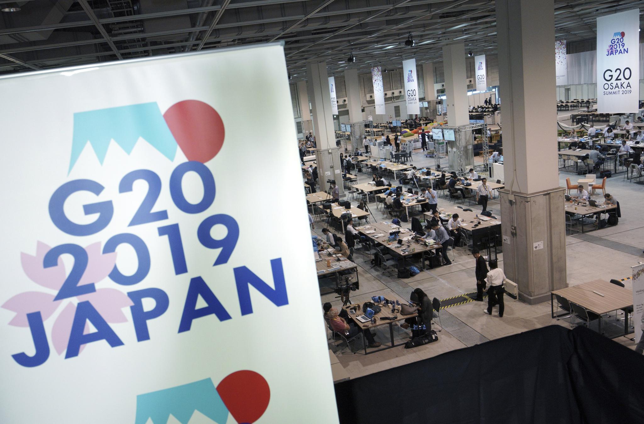 국제종합전시장인 인텍스(Intex) 오사카 내 G20 미디어 센터에서 취재진들이 분주하게 움직이고 있다. [AP=연합뉴스]
