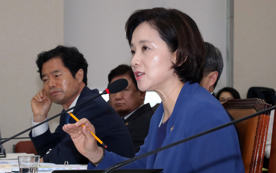 """유은혜 """"교과서 수정, 잘못 바로 잡은 것…지난 정부 편법과 달라"""""""