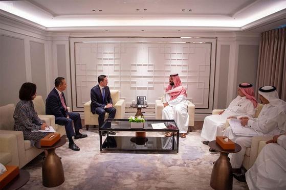 구광모(왼쪽) LG 대표와 빈살만 사우디 왕세자. [사진 사우디프레스에이전시 홈페이지]