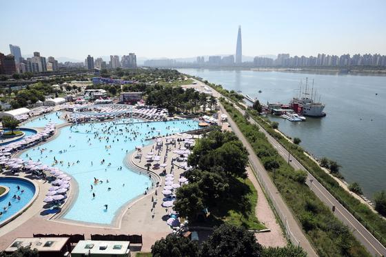 서울 뚝섬 한강공원수영장. [연합뉴스]