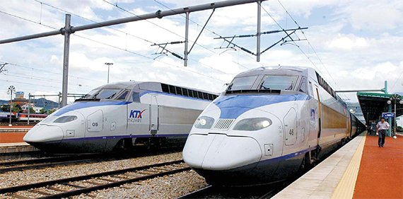 KTX를 운영하는 코레일은 준시장형 공기업이라 열차 구매 때 예타를 거쳐야 한다. [중앙포토]