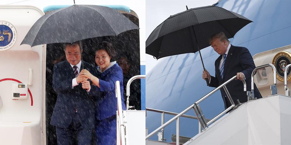 G20 정상회의에 참석하는 문재인 대통령과 김정숙 여사가 27일 오후 오사카 간사이 국제공항에 도착한 공군 1호기에서 내리고 있다. 비가 내려 문 대통령이 우산을 들고 있다. 오른쪽은 일본 간사이 국제공항에 도착한 트럼프 대통령의 모습. [연합뉴스]