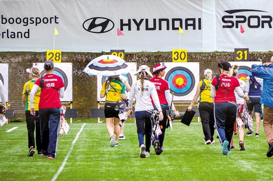현대자동차그룹은 한국 양궁을 세계 최강으로 이끌었을 뿐 아니라 2016년부터 세계양궁협회 타이틀 스폰서로 참여하고 있다. 지난 10~16일 네덜란드에서 열린 세계 양궁 선수권 대회 경기장에 현대차그룹 로고가 걸려있다. [사진 현대차그룹]