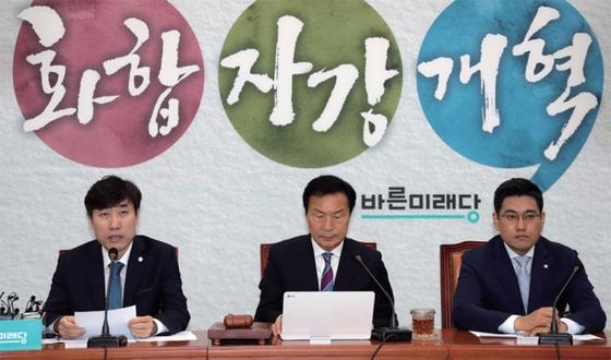 자유한국당과 바른미래당의 통합 논의는 보수진영의 뜨거운 감자다. 바른미래당 지도부는 자강 등 내부결속을 다지고 있다.