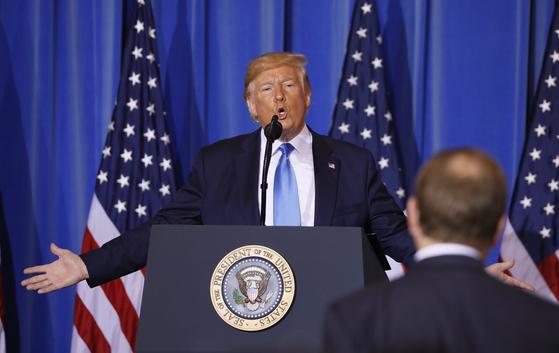도널드 트럼프 미국 대통령이 29일 일본 오사카에서 G20 정상회의 결과 브리핑을 하고 있다. [EPA=연합뉴스]
