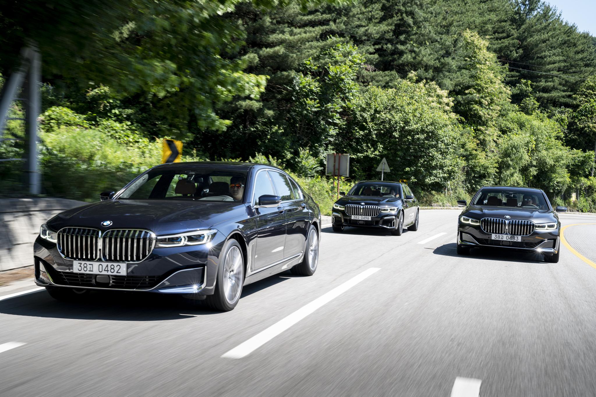 BMW 더 뉴 7시리즈는 부분변경 모델이지만 풀 체인지급의 외관 변화를 줬다. 경쟁 브랜드와 플래그십 세단 경쟁에 나서겠다는 의지의 표현이다. [BMW코리아]