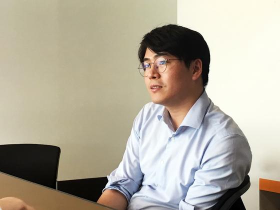"""이 날 이 변호사는 """"난민에 대한 좋지 않은 여론은 한국인이 한국 사회에 대해 느끼는 모순이 투영된 것 같다""""고 말했다. 고석현 기자"""