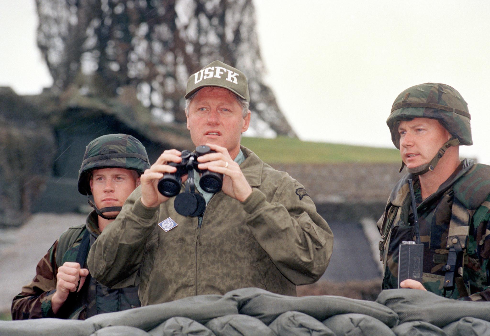 1993년 7월 11일 DMZ를 방문했던 클린턴 전 대통령. [연합뉴스]