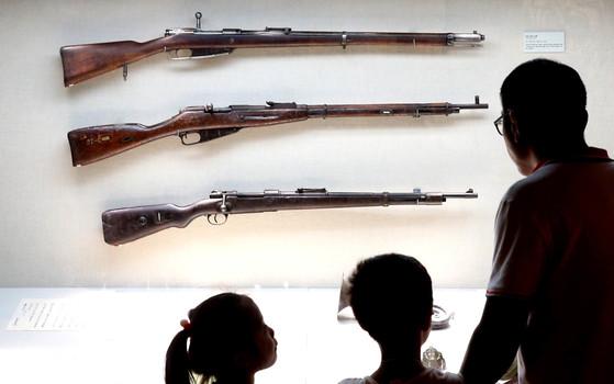 전쟁기념관 전시회. 독립군이 사용한 소총. 일본군으로 노획해서 쓰기도 했다고 전해진다. [중앙포토]