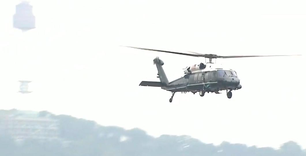 도널드 트럼프 미국 대통령이 30일 오후 김정은 북한 국무위원장과 비무장지대 회동을 하기 위해 용산 미군기지에서 마린원을 타고 비무장지대로 향하고 있다.[뉴시스]