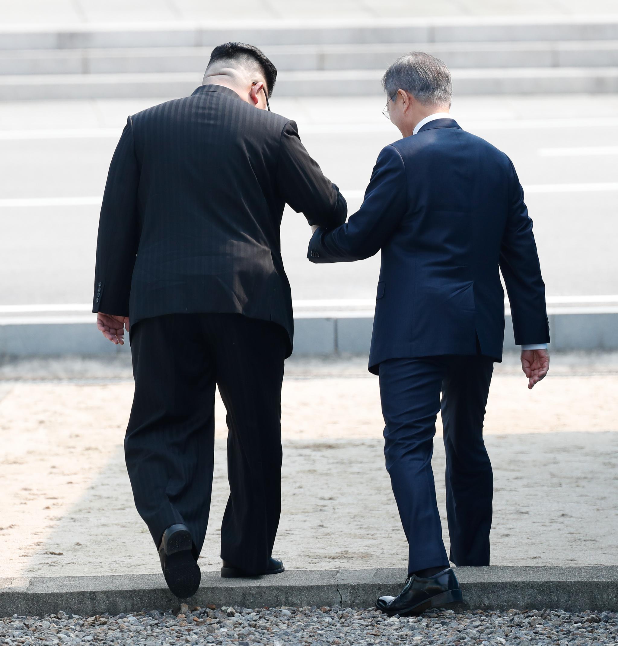 이 모습은 지난 2018 남북정상회담때 문재인 대통령과 김정은 북한 국무위원장의 모습을 떠올리게 했다. 청와대사진기자단