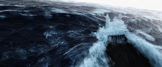 바닷물이 범람하고 쏟아지는 비가 세상을 뒤덮는 광경은 다양한 신화와 전설에서 등장한다. 사진은 영화 '2012'의 한 장면.