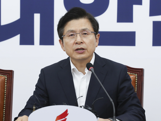 황교안 자유한국당 대표가 1일 오전 국회에서 열린 최고위원회의에서 모두발언을 하고 있다.  임현동 기자
