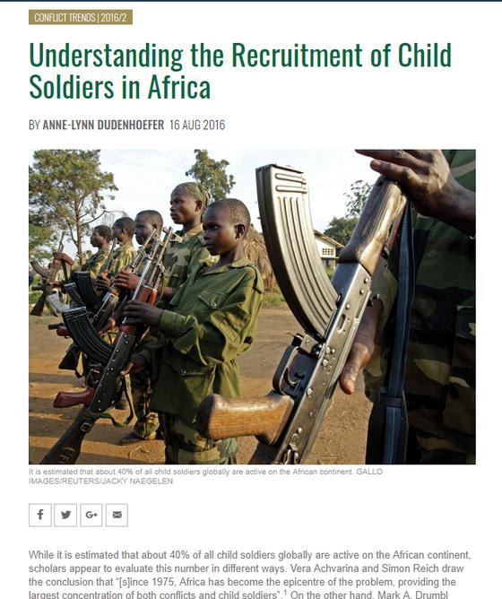 아프리카 소년병을 다룬 기사. AK-47은 소년이라도 쉽게 다룰 수 있다. 그래서 제3세계 게릴라나 테러리스트들이 많이 쓴다. [Accord 캡처]