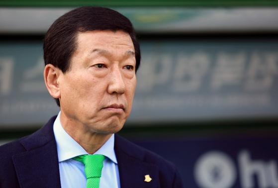 최강희 감독이 중국 프로축구 무대에서 5개월 사이에 두 번째 경질되는 아픔을 맛봤다. [뉴스1]