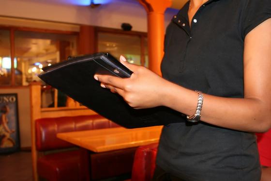 식당에서 식사 메뉴를 주문 할 때 가끔 종업원 눈치를 보게되는 경우도 있다. (이 사진은 기사와 관련이 없음) [사진 pixabay]