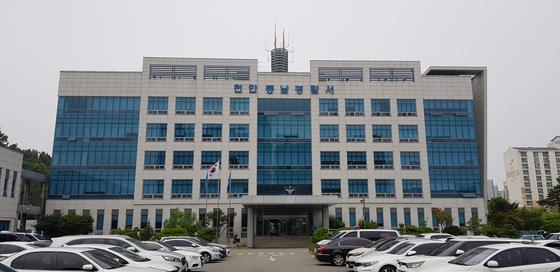 지난 2일 오전 산업재해로 입원 중이던 40대 아들과 간병하던 아버지가 숨진 채 발견된 사건을 수사 중인 천안동남경찰서. 신진호 기자