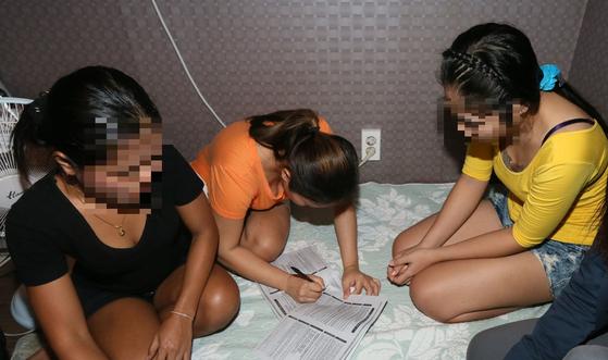 관광비자로 한국에 들어온 뒤 퇴폐 마사지업체에서 일한 태국인 여성들이 관계 당국에 적발됐다. * 기사와 직접적인 관련 없습니다. [중앙포토]